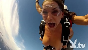 Sex during skydiving
