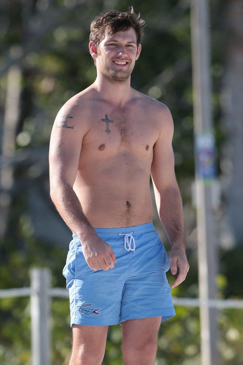 Shirtless male celebs
