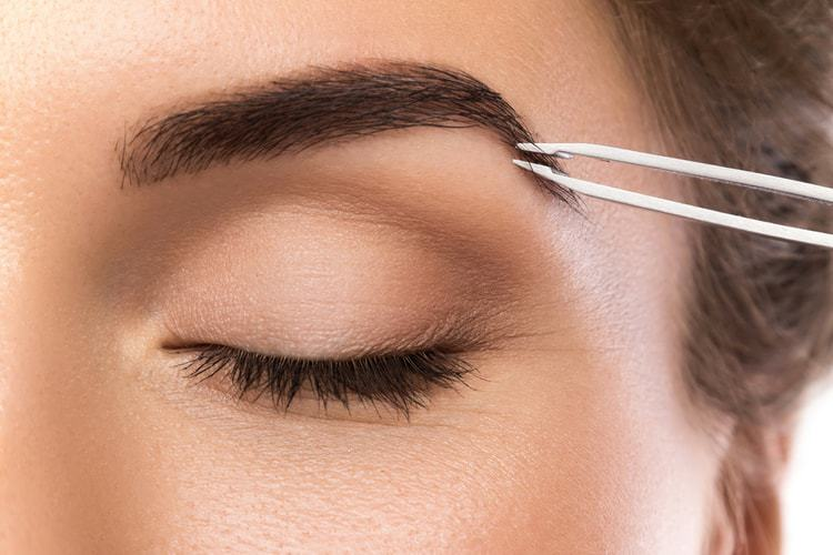 How to shape my eyebrows with tweezers