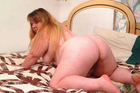 Plump lady having sex