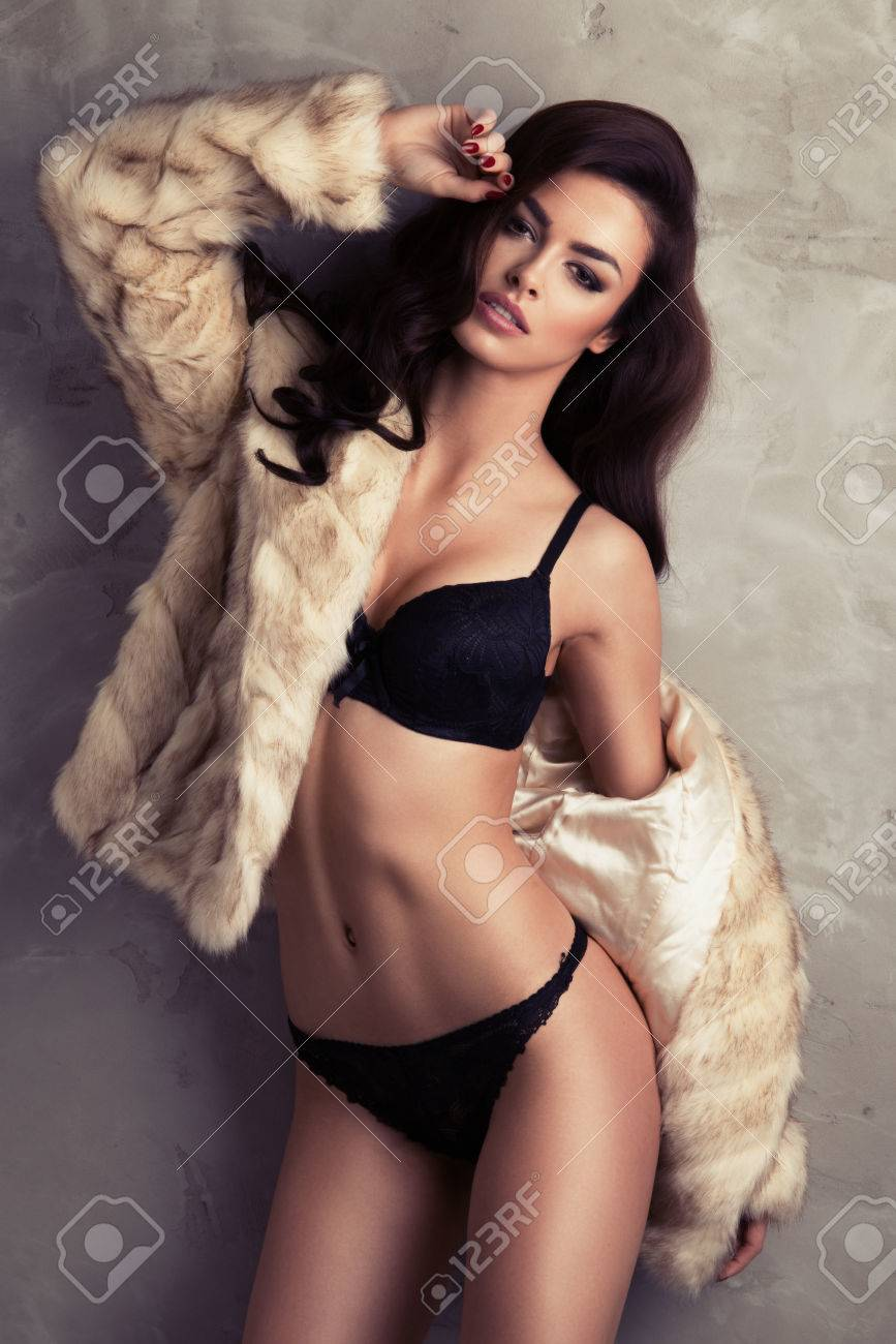 Free sexy brunette pic