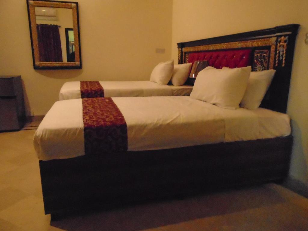Rooms for dating in lahore