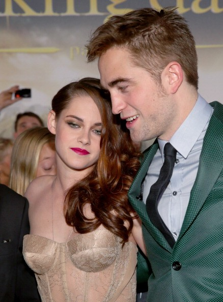 Who is robert pattinson dating in 2012